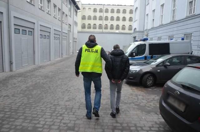 Jeden z zatrzymanych młodych mężczyzn.