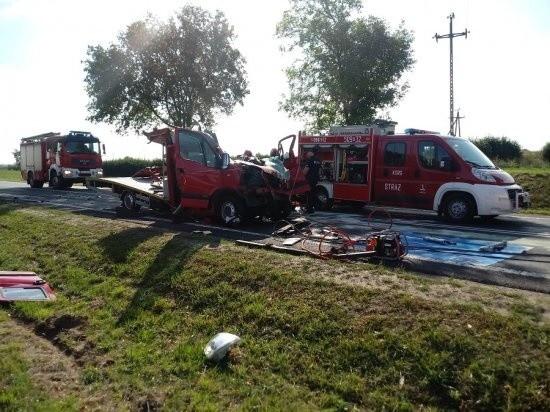 W miejscowości Mechnacz w gminie Kwilcz doszło do wypadku. Ranny został kierowca lawety. Przejdź do kolejnego zdjęcia --->
