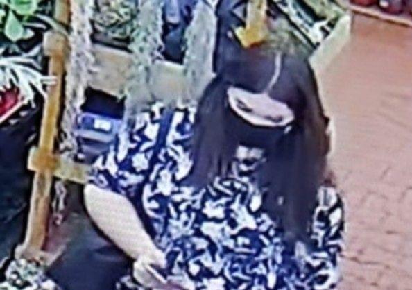 Poszukiwania kobiety, która jest podejrzana o kradzież roślin w Jasinie o wartości tysiąca złotych.