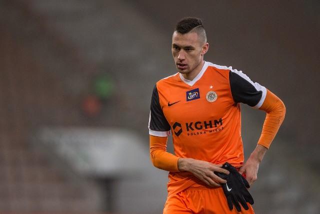Jarosław Jach ostatni raz w miedziowych barwach zagrał 20 lutego z Arką Gdynia. To wtedy nabawił się urazu, przez który nie gra do dziś.
