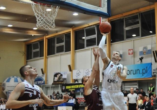 Aleks Perka zagrał w Szczecinie 33 minuty, miał 5/12 z gry i 6 zbiórek.