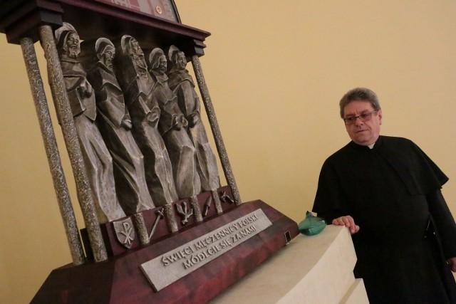 Prochy męczenników przechowywane są w relikwiarzu w sanktuarium.