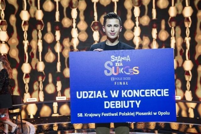 Łukasz Brodowski zaśpiewa w koncercie Debiuty podczas Festiwalu Opole 2021.