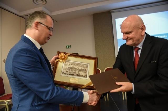 W konferencji udział wziął prezydent Torunia Michał Zaleski, który na ręce Andrzeja Marszka, wiceprezesa PSSE, wręczył okolicznościowy adres i upominek.