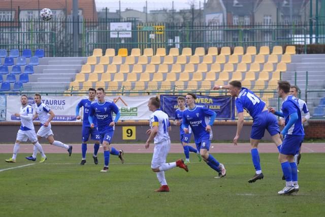Pomorzanin (niebieskie stroje) pokonał Unię 1:0