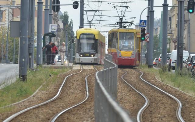 Poziom zadowolenia z życia w mieście łodzian sięga 86 proc., a z komunikacji publicznej zadowolonych jest aż 64 proc. mieszkańców - wynika z sondażu przeprowadzonego przez IBRiS. I to mimo ciągłych cięć linii tramwajowych... CZYTAJ DALEJ NA KOLEJNYM SLAJDZIE>>>