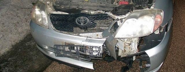 Toyota ma rozbity cały przód