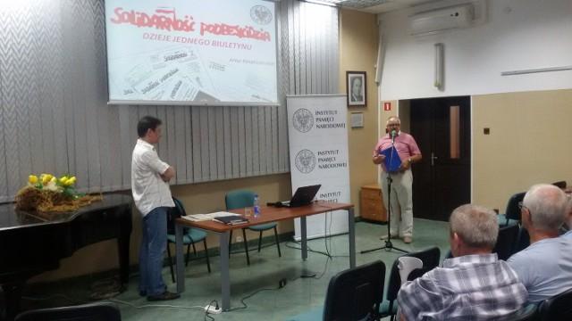 Artur Kasprzykowski mówił dzisiaj w Książnicy Beskidzkiej  o najważniejszym piśmie Podbeskidzkiej Solidarności