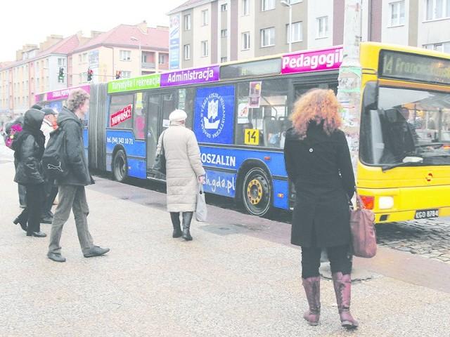 Autobusy komunikacji miejskiej w święta kursują według zmienionych rozkładów.