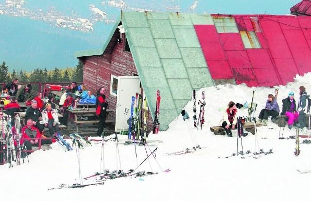 Schronisko zarabia na narciarzach, a zima w górach była krótka
