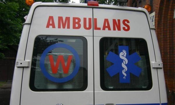 Wypadek na ul. Jagiellońskiej: rannego pieszego zabrała karetka.
