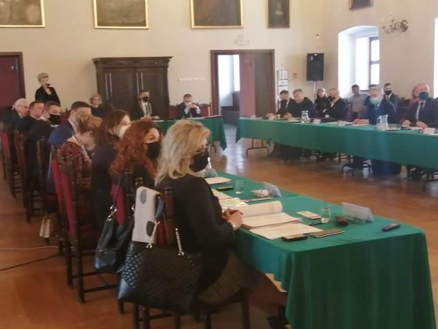 Nadzwyczajna  sesja Rady Miasta Sandomierza rozpocznie się o godzinie 11 w sali rycerskiej Zamku w Sandomierzu. Radni zdecydują o przyszłości dwójki.