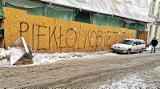 Kraków. Protest kobiet przybiera różne formy. Zniszczone elewacje budynków [ZDJĘCIA]