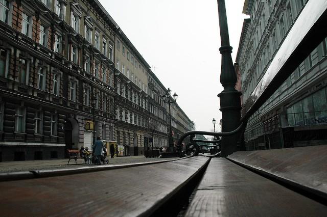 Fragment ul. Bogusława został zamknięty dla ruchu kołowego w 1999 roku. Jednak nadal zgodnie z prawą jest drogą powiatową.