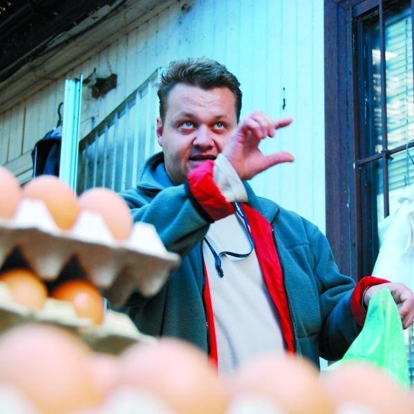 Pan Artur sprzedawał jajka na bazarze przy ul. Jurowieckiej. Teraz jego klienci będą musieli wybrać się aż na ul. Andersa, by zrobić zakupy.