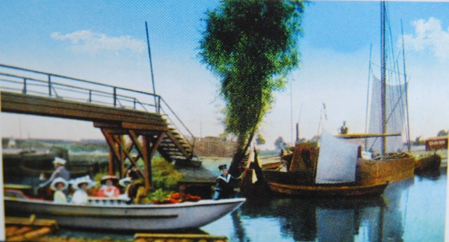 Przy nabrzeżnych bydgoskich restauracjach i knajpkach można było wypożyczać łódki i kajaki.