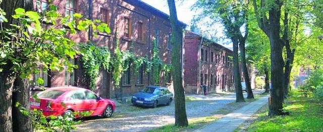 W skład osiedla Księży Młyn wchodzi 25 budynków mieszkalnych i tyle samo zespołów komórek. Wyremontowane są póki co tylko trzy.