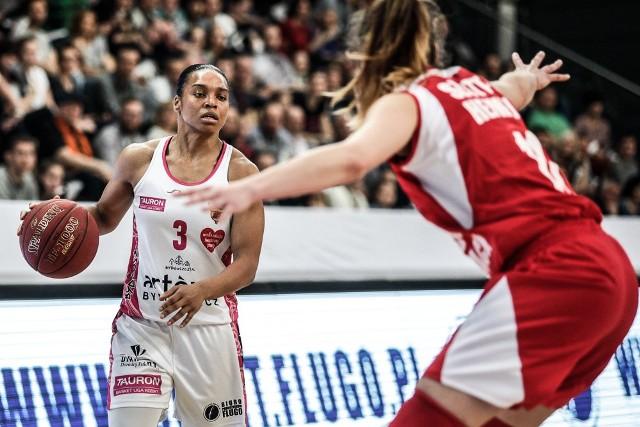 Pierwszy mecz wielkiego finału Tauron Basket Ligi Kobiet zakończył się przegraną bydgoszczanek.Wypowiedzi trenerów