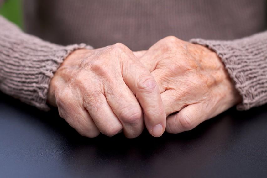 Choć na chorobę Parkinsona cierpią przede wszystkim osoby...