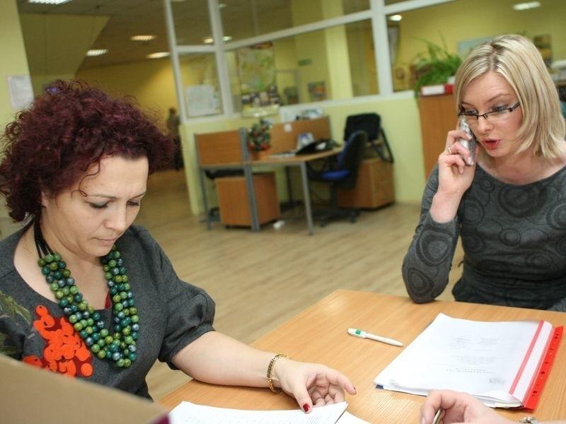 Na pytania czytelników odpowiadały m.in. Danuta Rosiak, rzecznik prasowy oddziału ZUS w Słupsku (z lewej), i Emilia Ustjanowska-Czygier, naczelnik wydziału realizacji dochodów.