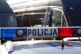 Policjanci zatrzymali grafficiarza. Nastolatek zniszczył elewację budynku urzędu w Kowarach