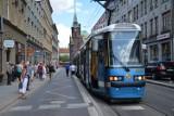 Wrocław: Zepsuty tramwaj i autobus zablokowały ulicę Krupniczą (ZDJĘCIA)