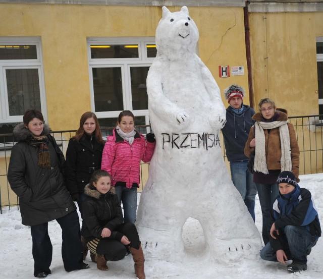 Śniegowe dzieło przemyskich gimnazjalistów.