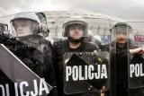 Tyle zarabiają policjanci po podwyżkach w 2017 roku [stawki]