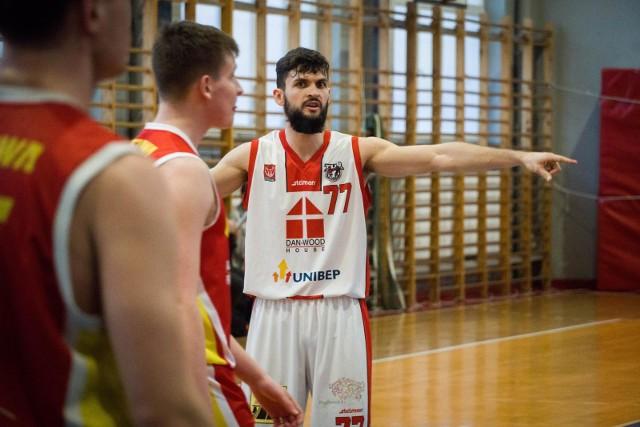 Koszykarze Tura (białe stroje) są pratycznie pewni awansu do 2. rundy play-off