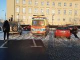 Zderzenie karetki i dwóch samochodów przy Urzędzie Wojewódzkim [ZDJĘCIA]