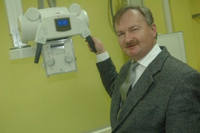 - Nowoczesny aparat RTG_już działa - mówi Janusz Kubów, dyrektor ds. technicznych w szpitalu powiatowym w Oleśnie.