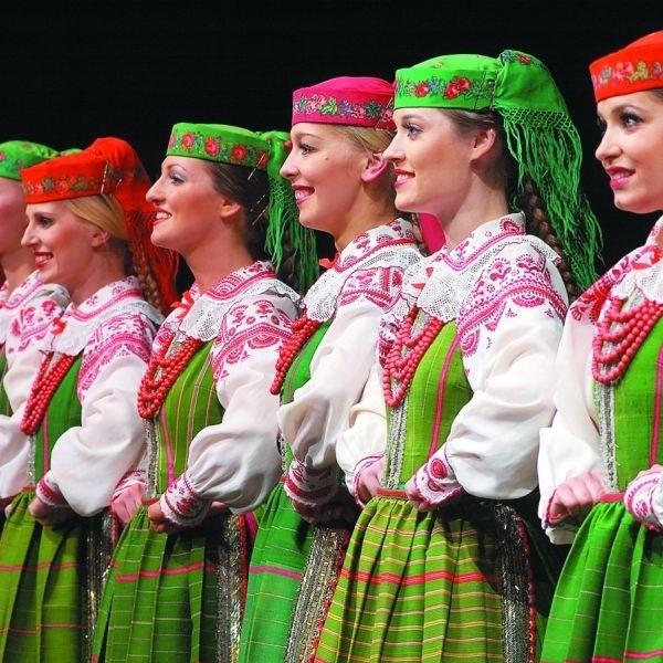 Legendarny zespół Mazowsze to jedna z najlepszych grup baletowych świata prezentująca ludowe pieśni i tańce