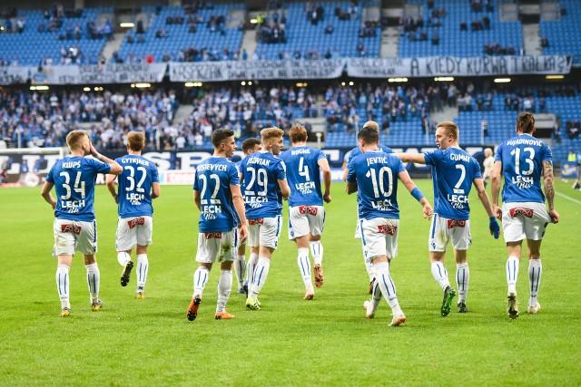 Trybuny Stadionu Poznań nie zapełniły się w środę do ostatniego miejsca, nie brakowało natomiast na nich jednoznacznych w swej wymowie transparentów