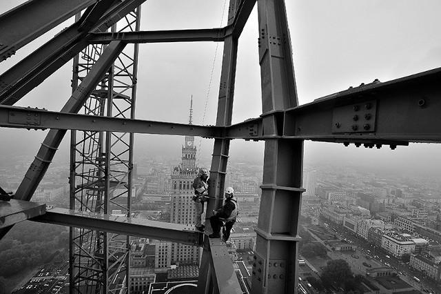 Widok ze szczytu Złota 44Postępująca budowa wieżowca Złota 44 zmienia panoramę Warszawy