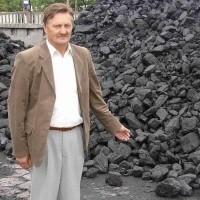 - Ten węgiel nasi klienci kupują najchętniej. Na ogrzanie domku co roku potrzebują około 5 - 6 ton - mówi Józef Karaś, szef działu sprzedaży w firmie Transbud.
