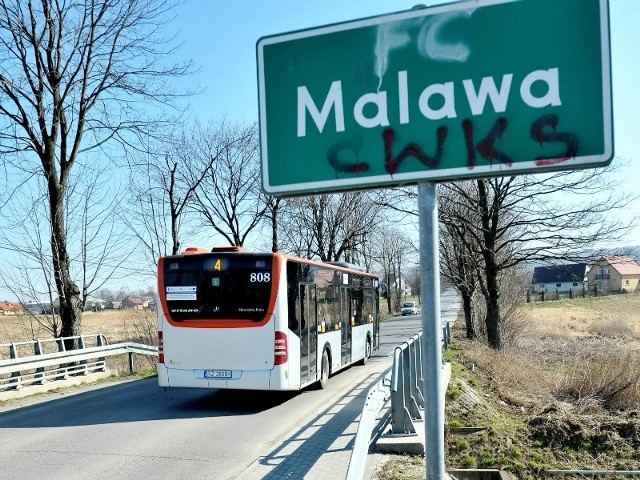 Gminy Krasne dotyczą dwie uchwały rzeszowskich radnych. Dalej idący zakłada połączenie jej z miastem w całości. Drugi mówi jedynie  o przyłączeniu Malawy.