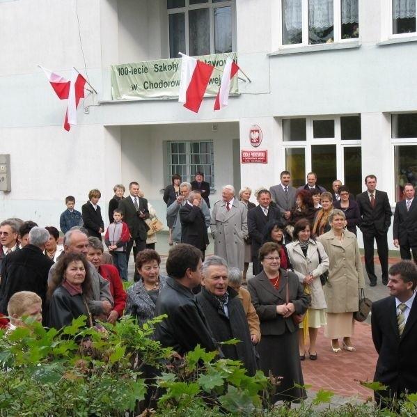 Szkola Podstawowa w Chodorówce Nowej kolo Suchowoli obchodzila 100-lecie istnienia. Z tej okazji zorganizowano pierwszy w historii tej placówki zjazd absolwentów
