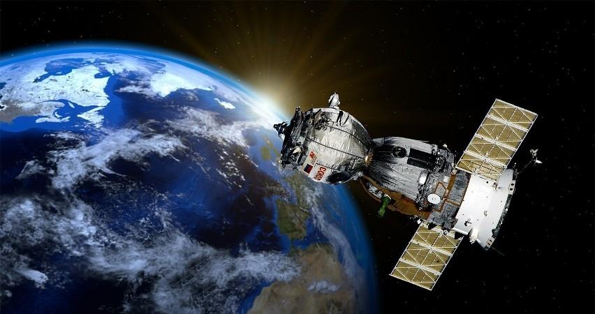 W dobie satelitów, zdjęć satelitarnych i wszechobecnej...