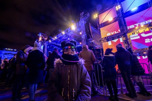 Sylwester Miejski 2019/2020 - Poznaniacy hucznie witają 2020 rok na placu Wolności!Przejdź do kolejnego zdjęcia --->