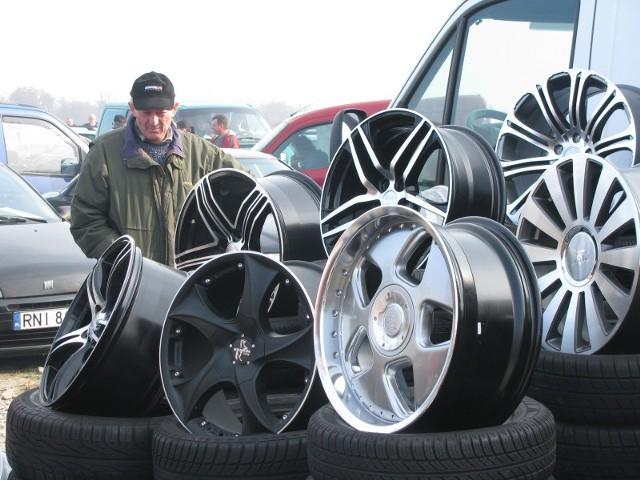 Używane, aluminiowe felgi można kupić np. na giełdzie samochodowej w Rzeszowie.