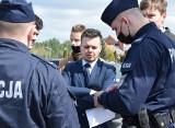 Ostrołęka. Politycy Konfederacji o elektrowni węglowej. Interweniowała policja. 22.04.2021. Zdjęcia