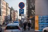 Kierowcy: Czy znaki u zbiegu ulic Dajwór i Starowiślnej to żart?