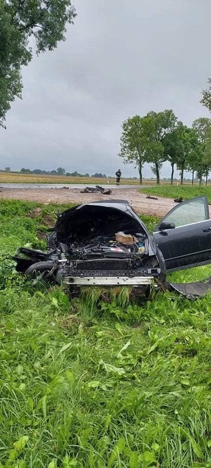 Szastały. Wypadek na DK 66. Zderzenie samochodu osobowego i ciężarówki. Jedna osoba trafiła do szpitala [ZDJĘCIA]