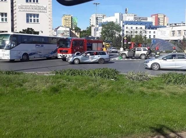 Dziś przed godziną 16-tą doszło do wypadku na rondzie Jagiellonów w Bydgoszczy? Powód - niemal tradycyjnie - ten sam.