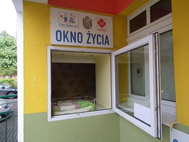 """Poznańskie """"okno życia"""" nadzieją kolejnego porzuconego noworodka"""