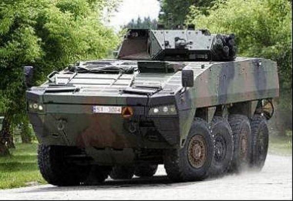 AMW 8X8 z wieżą OTO Breda Hitfist. Transporter obsługuje 2 członków załogi. Na pokład zabiera drużynę piechoty (10 żołnierzy).