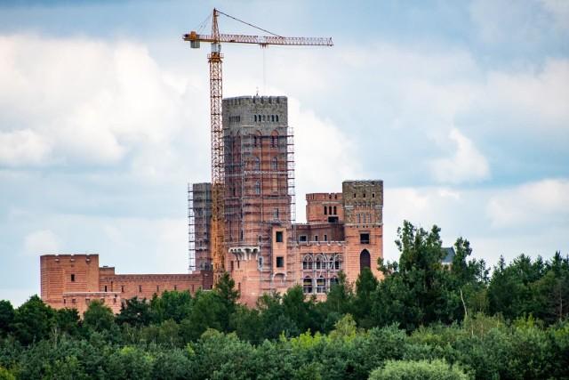 Jest przełom w śledztwie dotyczącym budowy zamku w Stobnicy. Prokuratura skierowała do sądu akt oskarżenia przeciwko sześciu osobom.