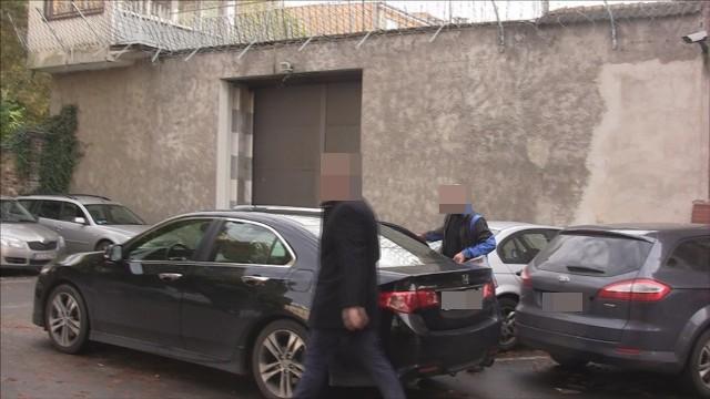 Tomasz P. po wyjściu z aresztu (na zdjęciu) nie stracił dawnego rezonu. - A rób zdjęcia, na zdrowie! - krzyknął do dziennikarza Głosu