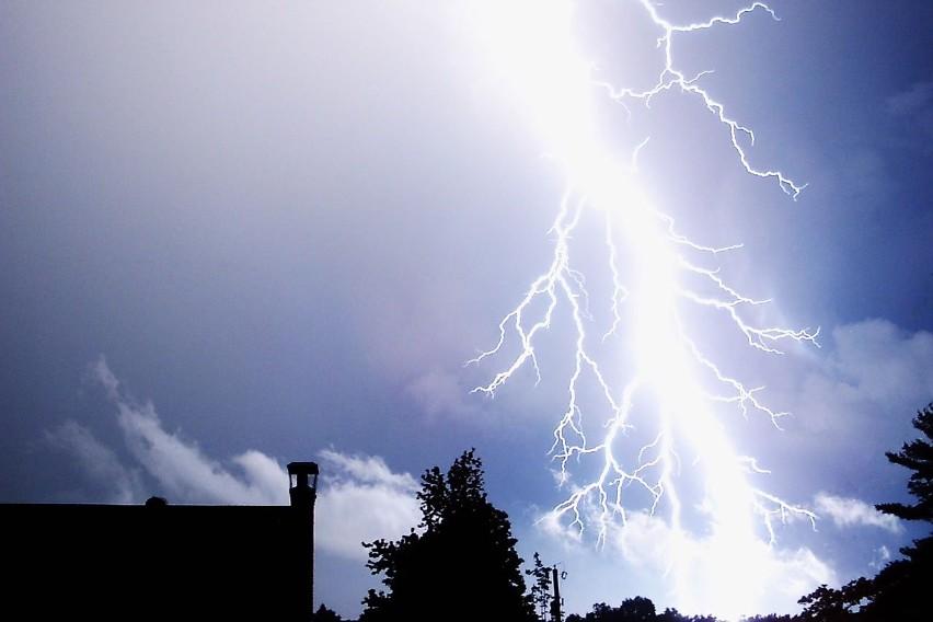 W czasie trwania burz może spaść od 20 mm do 30 mm, a lokalnie nawet do 40 mm deszczu.