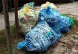 W Koronowie batalia o pół worka śmieci